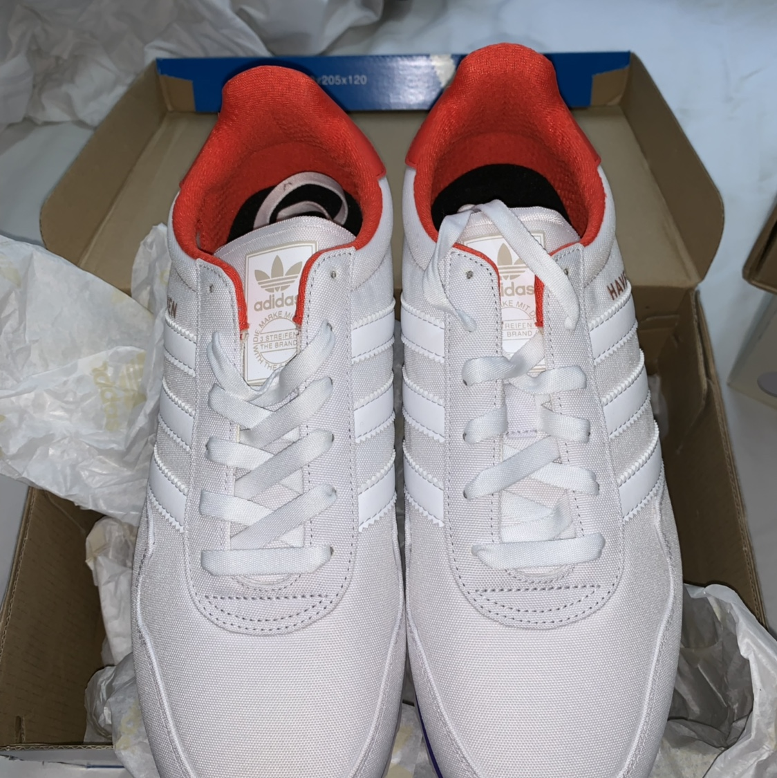 white adidas trainers size 9
