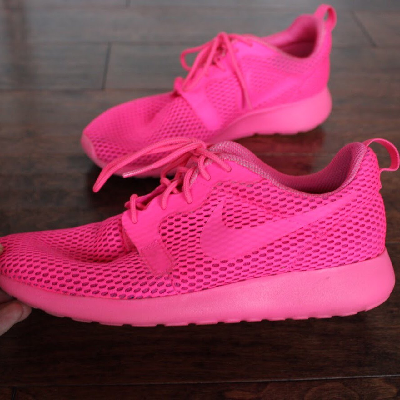 HOT PINK NIKE ROSHE ONE 💕 no signs of any wear except on of - Depop ca242fd8c