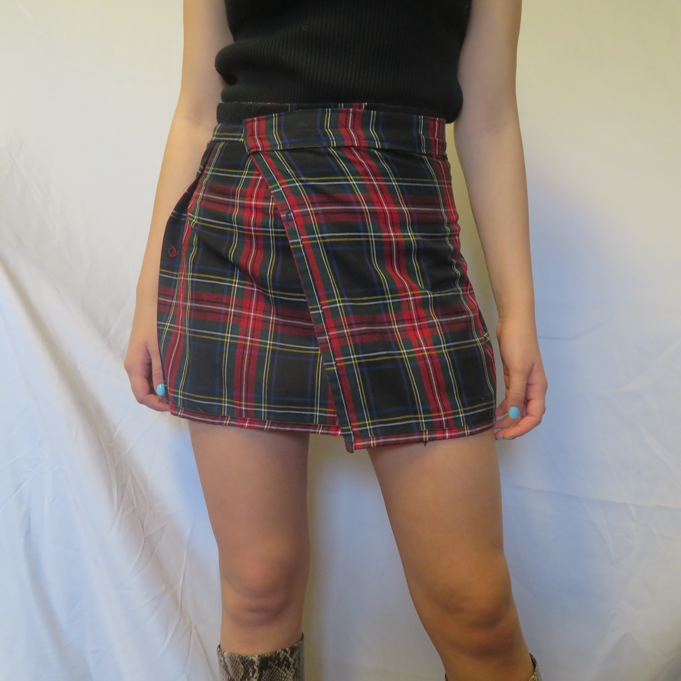 36d5f2aff Trendy 90s schoolgirl plaid pleated skirt. This skirt gives - Depop