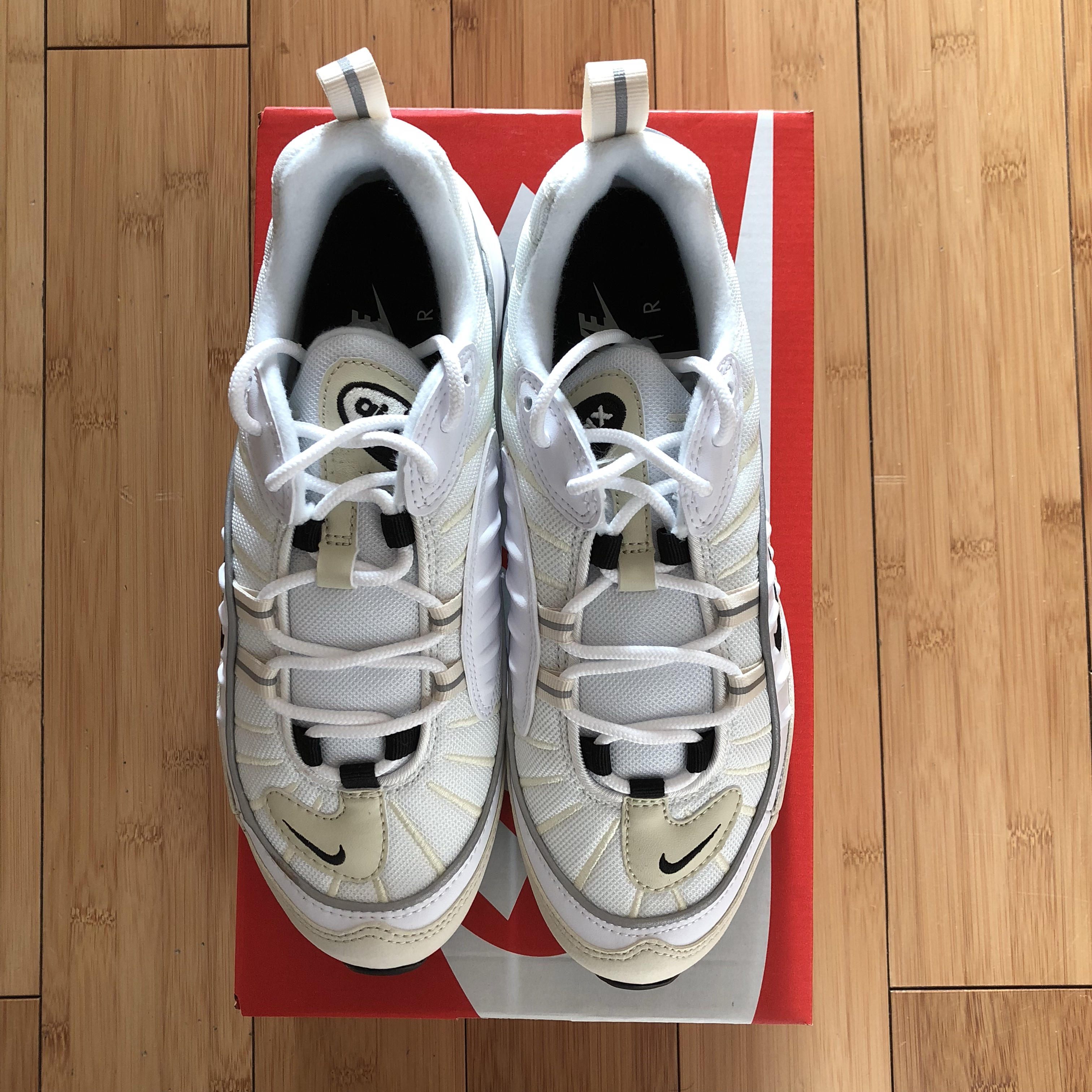 NIKE AIR MAX 98 FOSSIL • white colourway with black