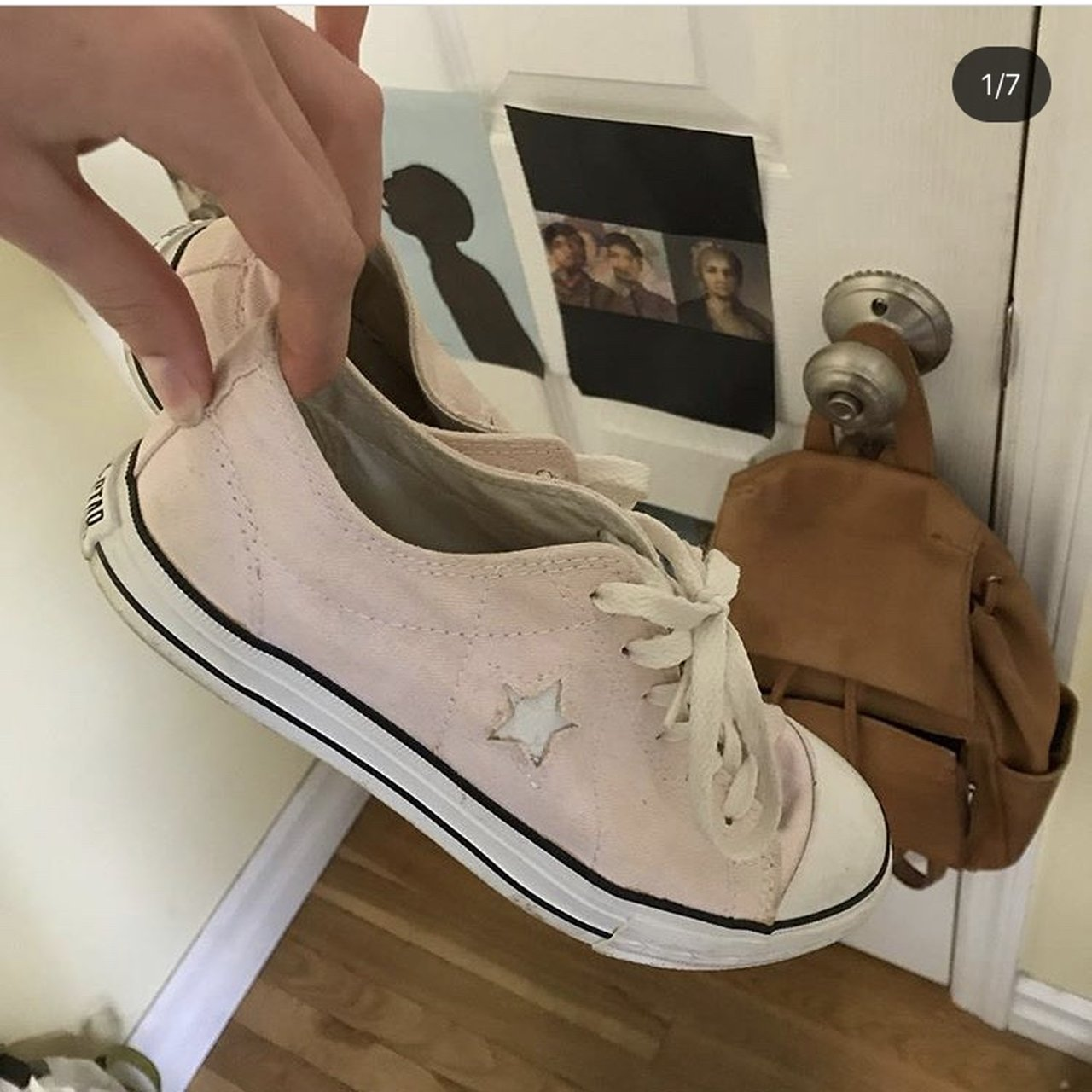 PINK converse one star🌱🌱🌱 true.  11. Converse size 3.5 youth equivalent 5d4cae7d3