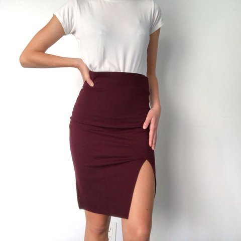 e2b982898c11 @malinad. 11 months ago. Kapaa, United States. • Forever 21 burgundy pencil  skirt with slit • Good condition