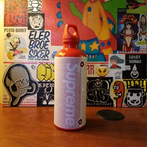 30d972ce80 @t666g. 4 months ago. Pittsburgh, Pennsylvania, US. BRAND NEW Supreme Sigg  Traveller water bottle.