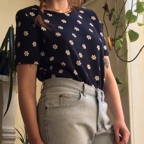 3f0ebdb2962488 CATHY DANIELS vtg 90s navy+white floral ribbed t-shirt w 40 - Depop