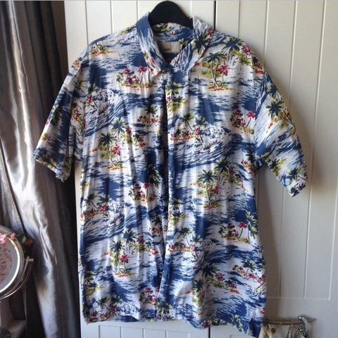 1eee4918 @meganchoules. 4 years ago. Bristol, City of Bristol, UK. Oversized  Hawaiian shirt. Men's size L ...