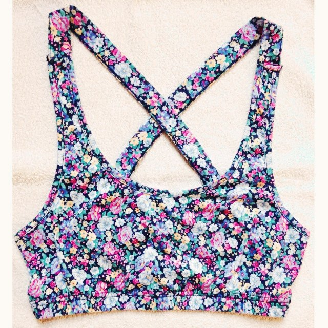 776096d0632fc Ark floral crop top size 8-10 🌸 open to offers. Never worn - Depop