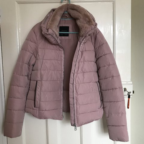 ab36cc5ee4af Zara puffer jacket pink With zip out hood in collar Bought M - Depop