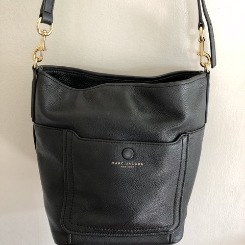 1034d139c52 @lizzyroot. 10 months ago. San Diego, United States. Marc Jacobs Authentic  Empire City Black Leather bucket bag