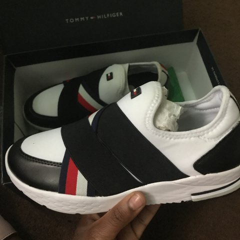 53be38c97e43 TOMMY HILFIGER tennis shoes 7  12 Medium fits more like a 6 - Depop