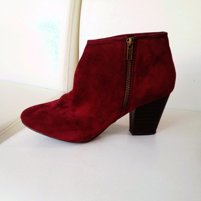 18c16395948 Lovely red suede look ankle boots from Primark with gold zip - Depop