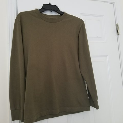 2cd4eb0d @gucciwasabi. 8 months ago. Duluth, Gwinnett County, United States. Essential  Olive/green Long sleeve T-shirt. Great condition.