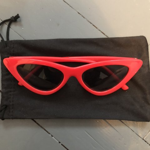 1b51df84e1 Red cat eye sunglasses ✨FREE POSTAGE✨ Vintage