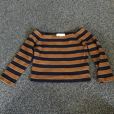 d8d9e50c689c1 FOREVER 21 STRIPED CROP TOP 3 4 length sleeves Size small - Depop