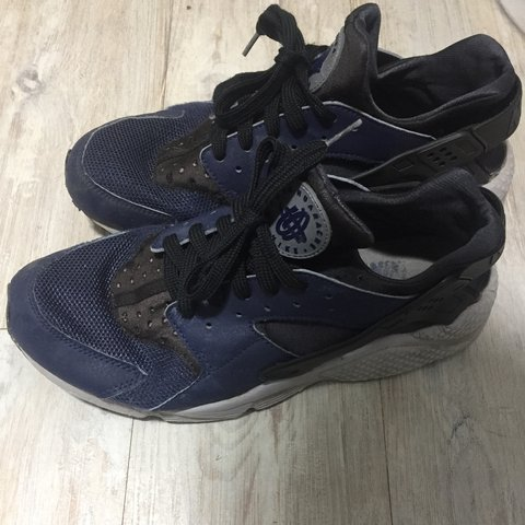 34e67c2d7628a Nike huaraches Men s size 9 10 condition Will give them a u - Depop