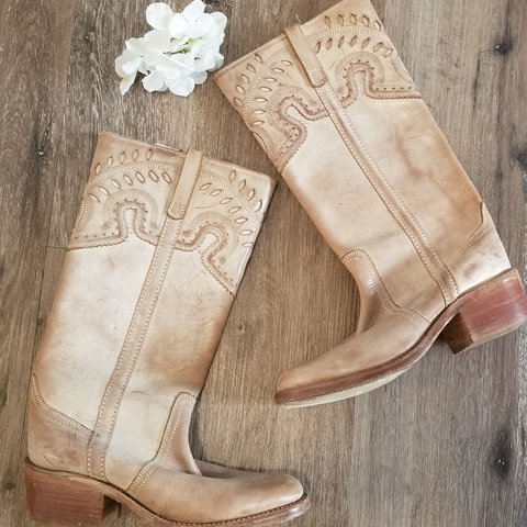 82d59e3fbdf Beautiful Steve Madden cowgirl boots! I love these shoes so - Depop