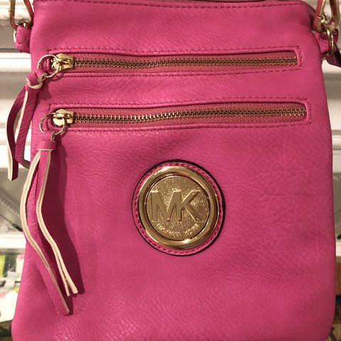 34d577d83824  gabbylousie. last month. United States. Hot pink vintage Michael Kors  crossbody bag.