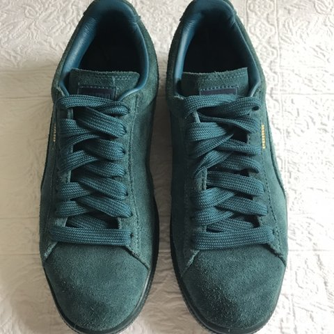 56cbdb7e069d38 Teal puma suede sneakers Size 6.5 boys