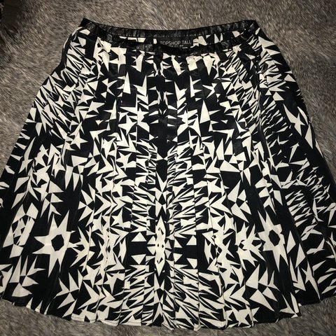 472e87dad4 @leahkelly23. 9 months ago. Liverpool, United Kingdom. Topshop tall pleated  skirt. Black and white size 8.