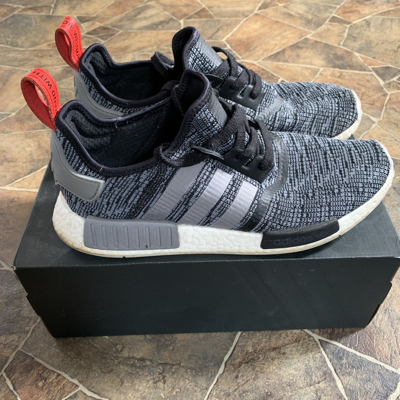 ADIDAS NMD R1 BB2884 Comes with