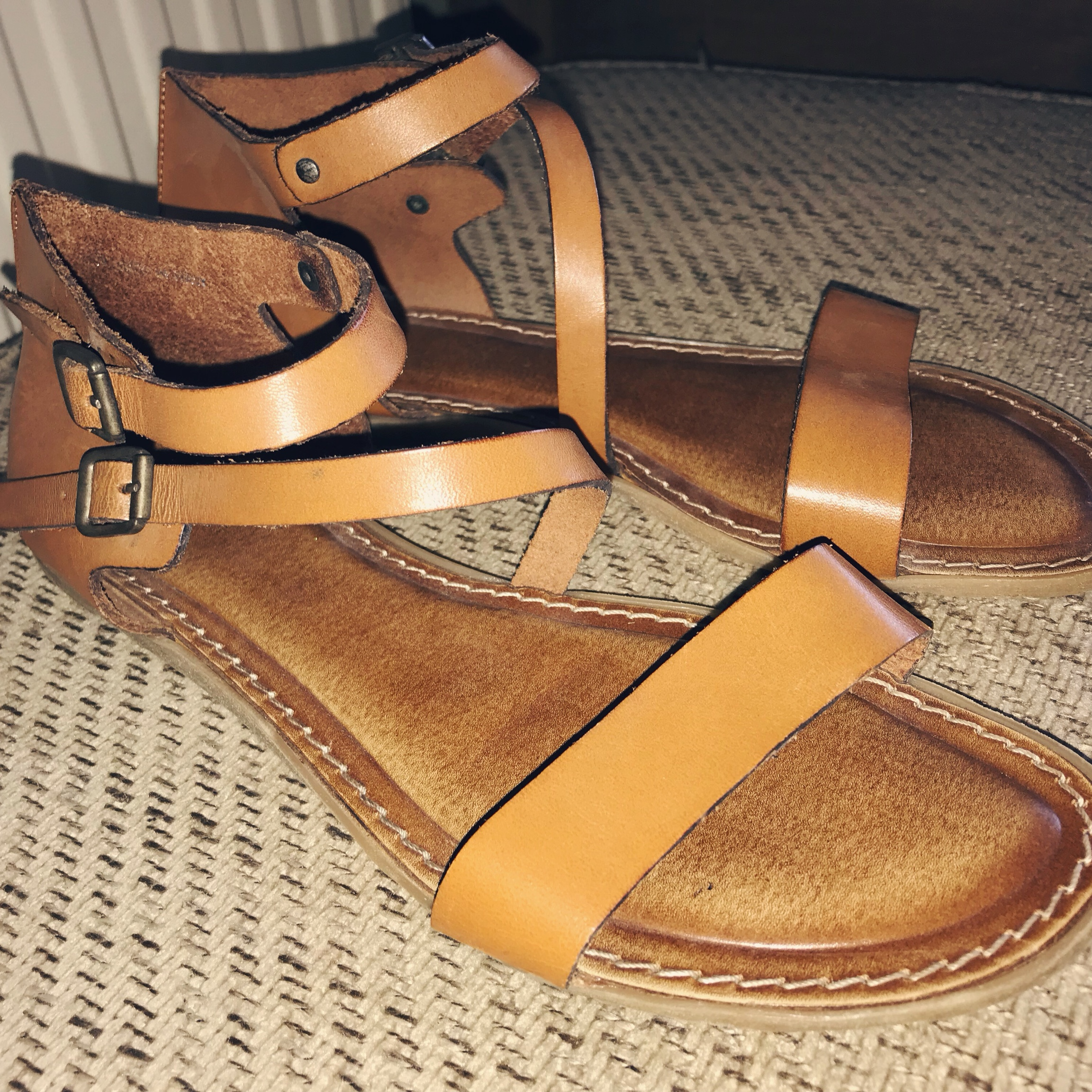 Clark's Size 6 Real Leather Tan Camel Flat Sandals Depop