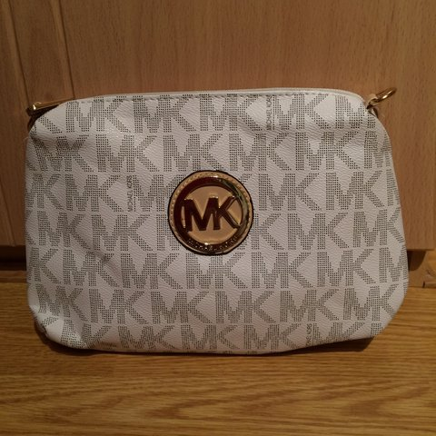 ac15281425f3 @vaceillamaria. 4 years ago. Tipton, West Midlands, UK. Michael Kors side  bag or clutch come with a long handle inside #mk ...