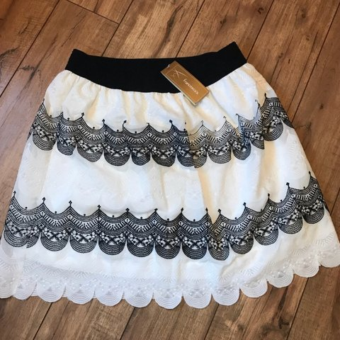 8a9773eac357 NWT Francesca's Black & White Scalloped Skirt Bought for but - Depop