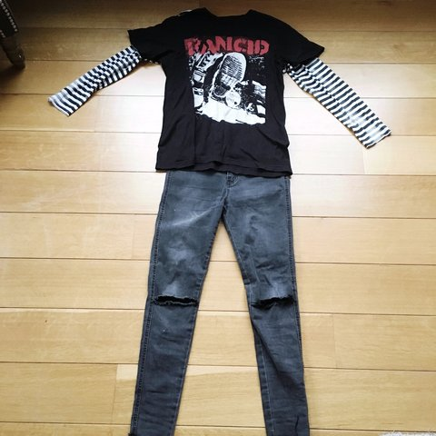 d3df492252e Gray destroyed skinny jeans (size 28) Rancid tee (size H M - Depop