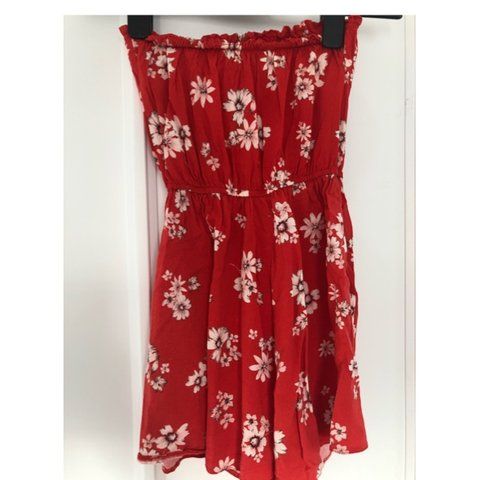 4323bc08f21 Red floral patterned playsuit🌺 From New Look Size 6 Open - Depop