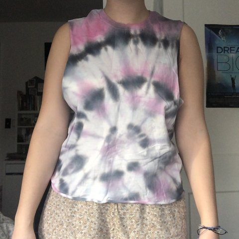 c80523eba6917 Basic tie-dye tank top! This tank top is great for working a - Depop