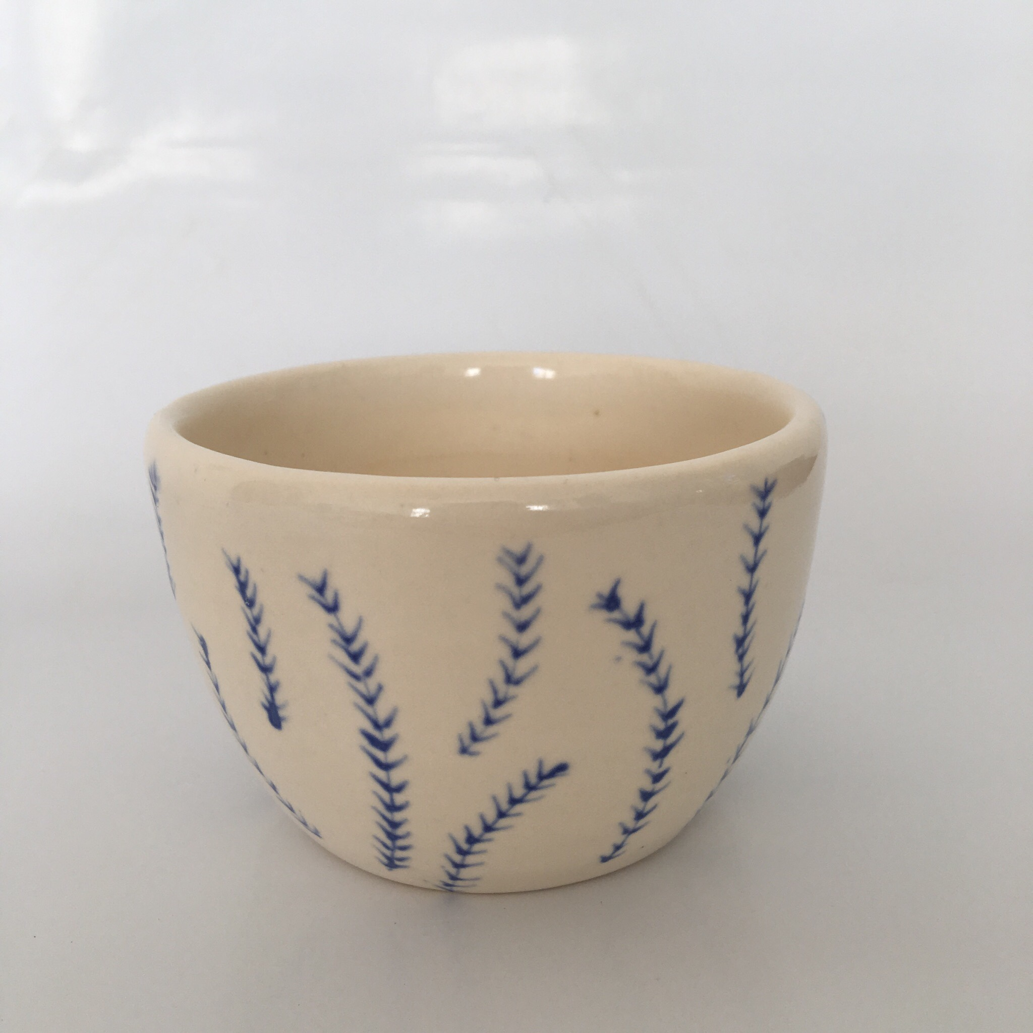 simple white floral bowl 🕯made with a porcelain clay - Depop