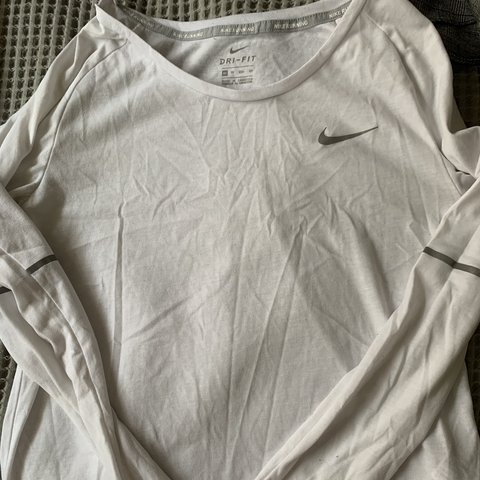 be7c8e44 @piperghoyer. 4 months ago. Ulladulla, Australia. Nike running dri-fit  white long sleeve - worn condition - size XS