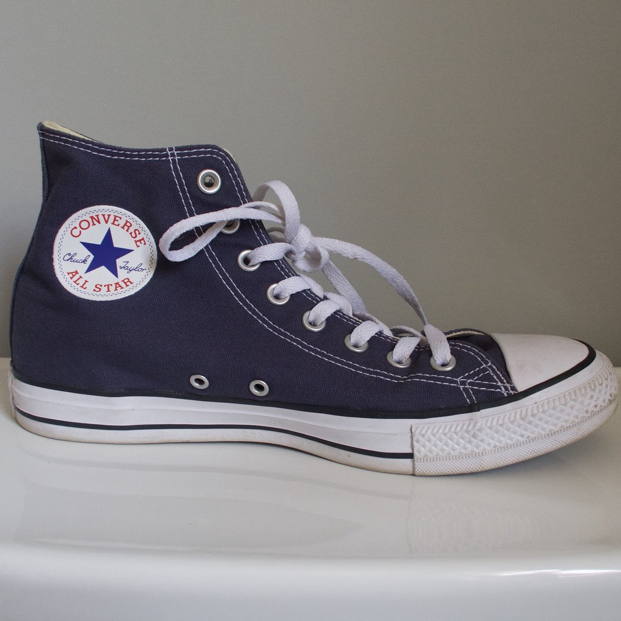 b2e87a9d514e New converse only worn out once or twice. 9 in men s 11 in - Depop