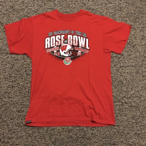 5d8e7e7f783 2013 Wisconsin Rose Bowl T-shirt. Size L fits true to size. - Depop