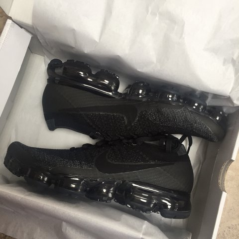 52b81c58d8e Nike air Vapormax flyknit Black size 7 trainers for sale