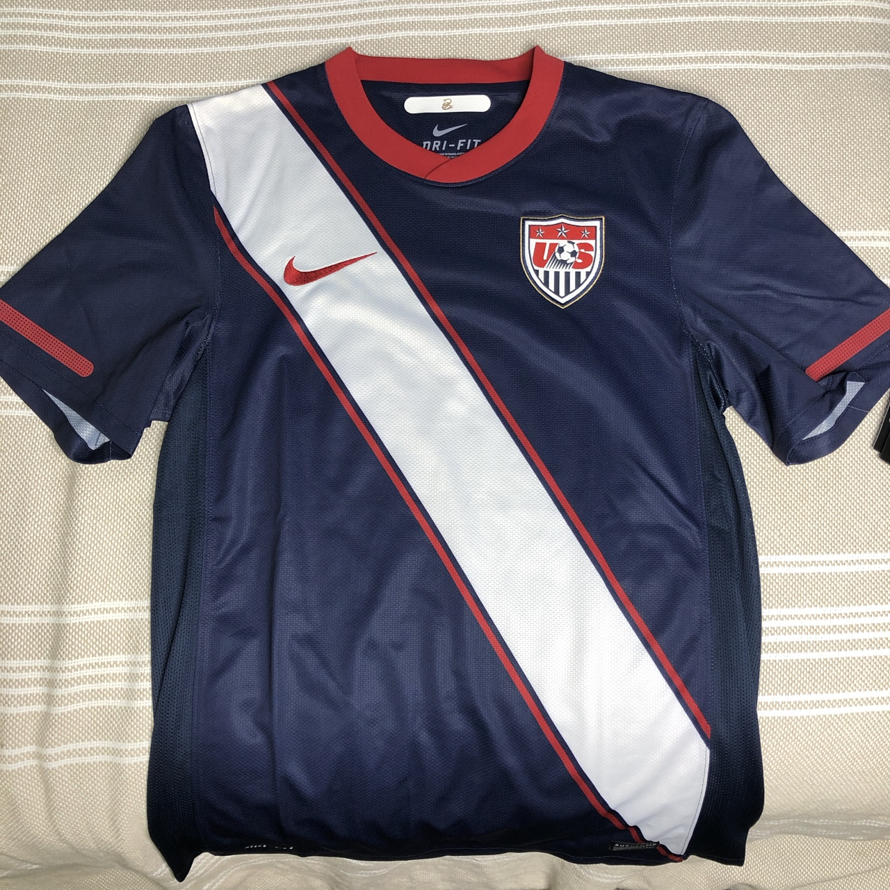 huge discount c7cdb 20983 USWNT old kit jersey Men's small Tags attached 🔱... - Depop