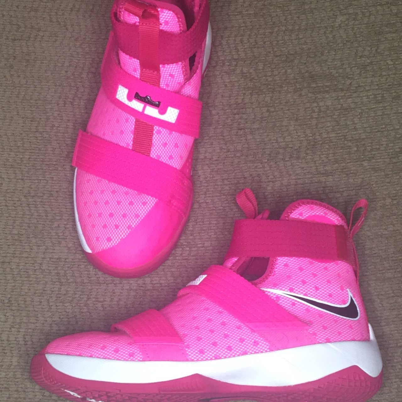 official photos 2daab 1e12b Pink & White Nike LeBron Soldier 10 (Breast Cancer... - Depop