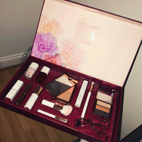 1234260577f2d Ted baker London make up set (treasure trove). Absolutely in - Depop
