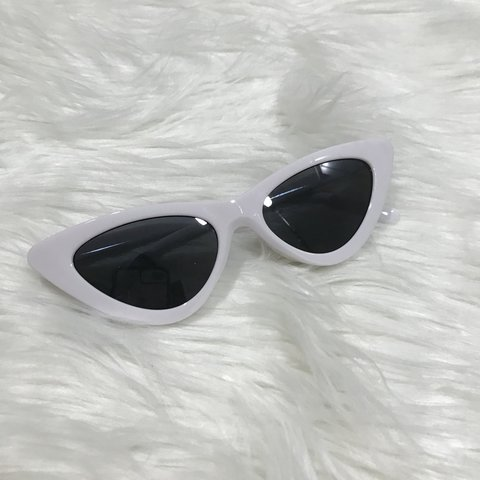 586ec4116baa8f WHITE CAT EYE SUNGLASSES WHITE GLASSES FRAME WITH ALL BLACK - Depop