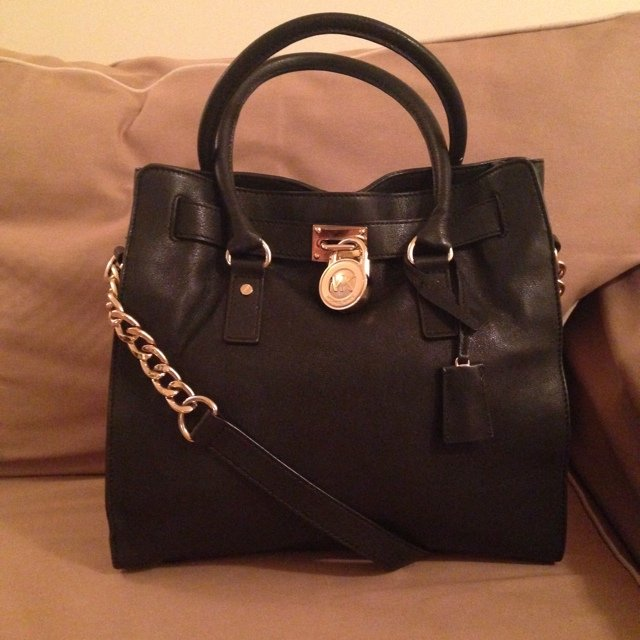 ed8d0720a Michael Kors mk Lightly used Hamilton, authentic north price - Depop