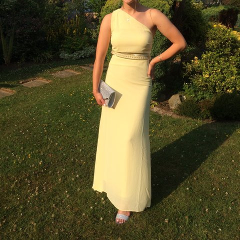 25387a25347 Pastel yellow gorgeous prom dress Perfect condition as only - Depop
