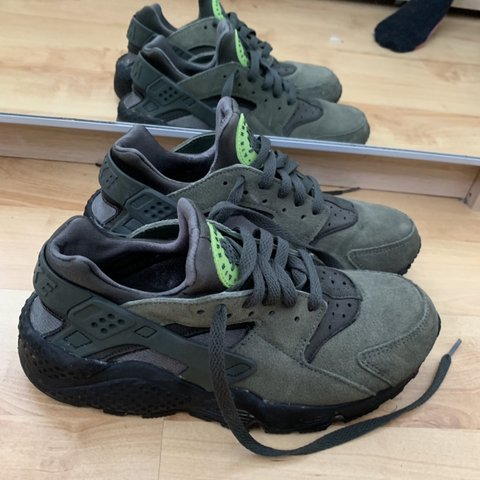 d509ed96c5f0 Nike Suede Khaki Huaraches UK size 6 In good condition
