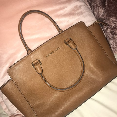 68873c4de72bc1 @ebymayshillito. last year. Bentley, United Kingdom. Genuine Michael Kors  Tan Tote Bag ✨ only used a handful of times ...