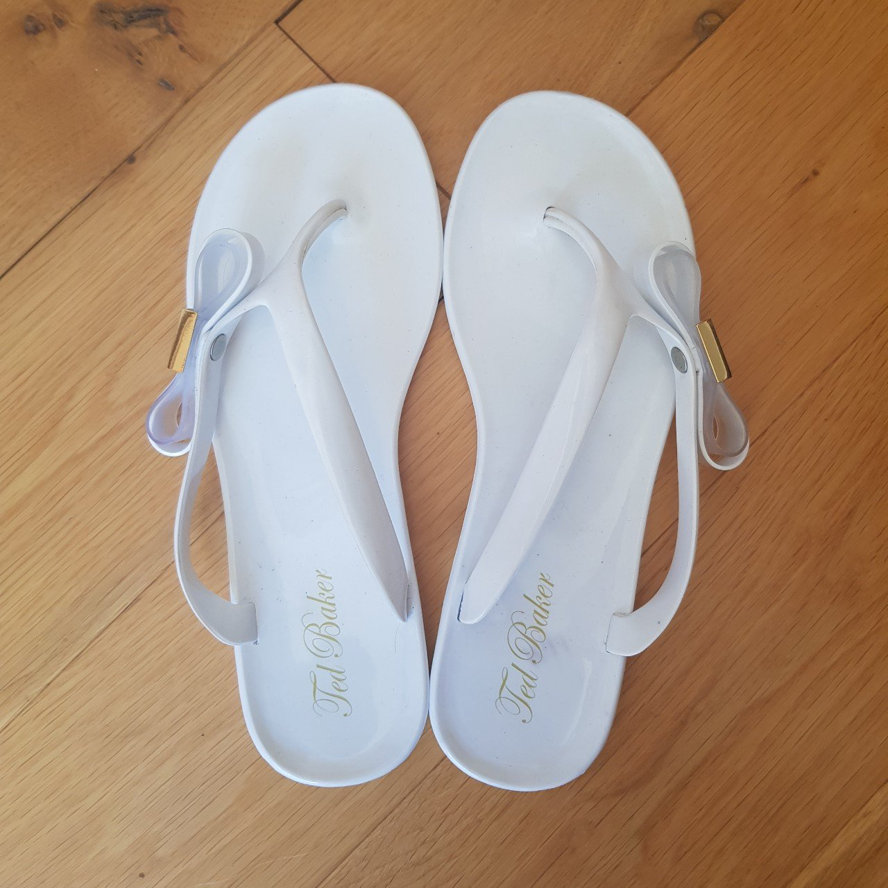 21deab4d370c63 White Ted Baker Bow Flip Flops Size 5 - Really good worn a - Depop