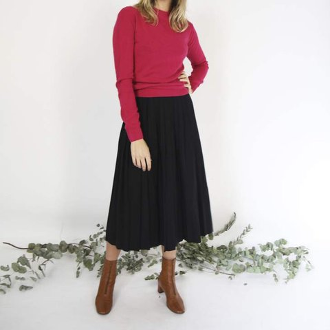 3a7aba6ee71a @birdonawire. last year. Lisboa, Portugal. BLACK WOOL PLEATED MIDI SKIRT