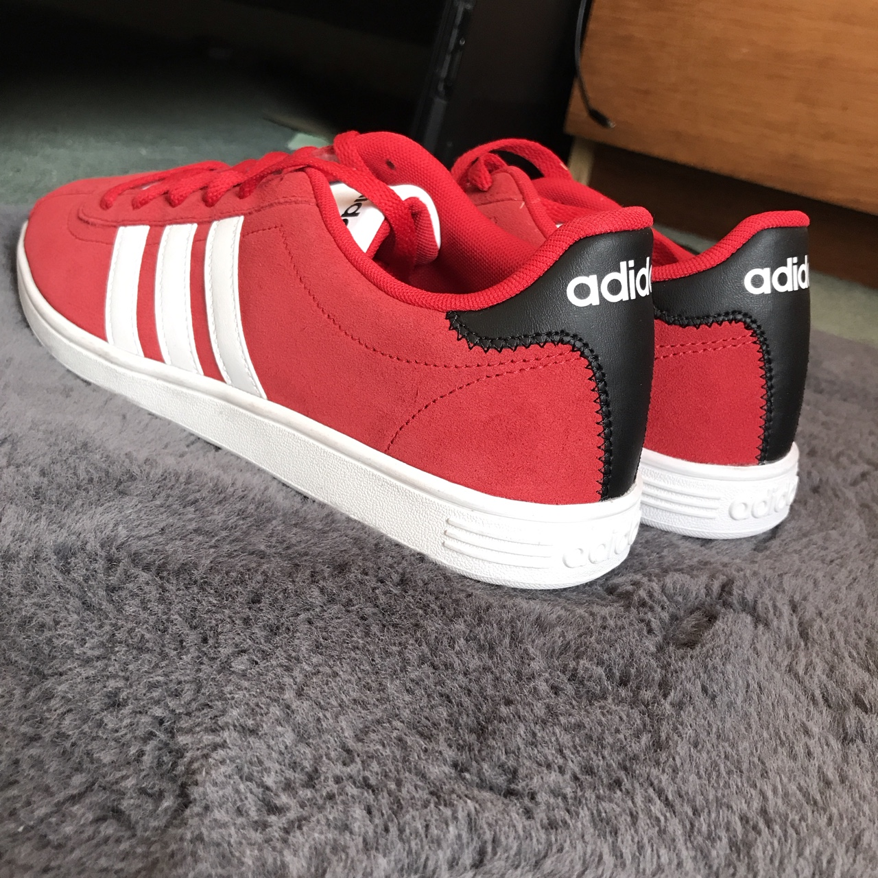 Adidas Neo comfort footbed red...