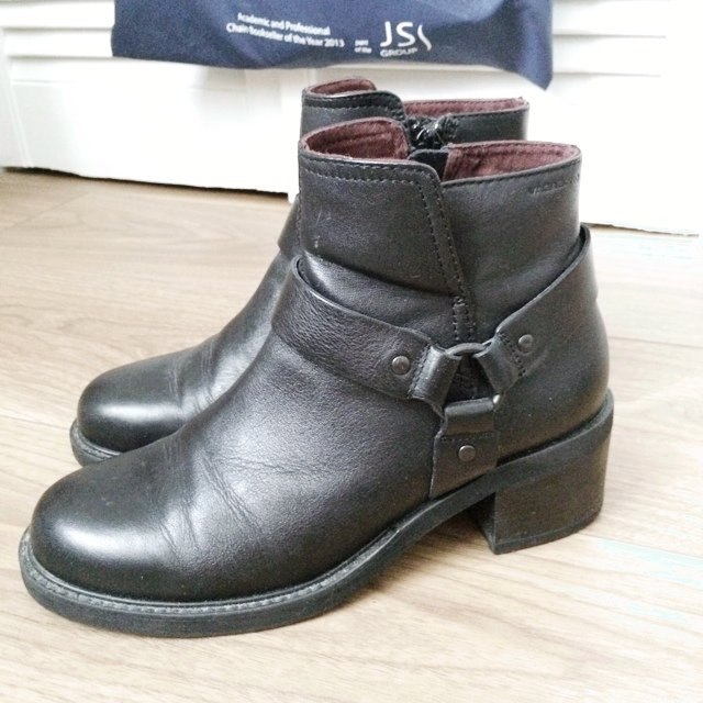 c3e805b253 Vagabond Wichita black leather ankle boots with side zip