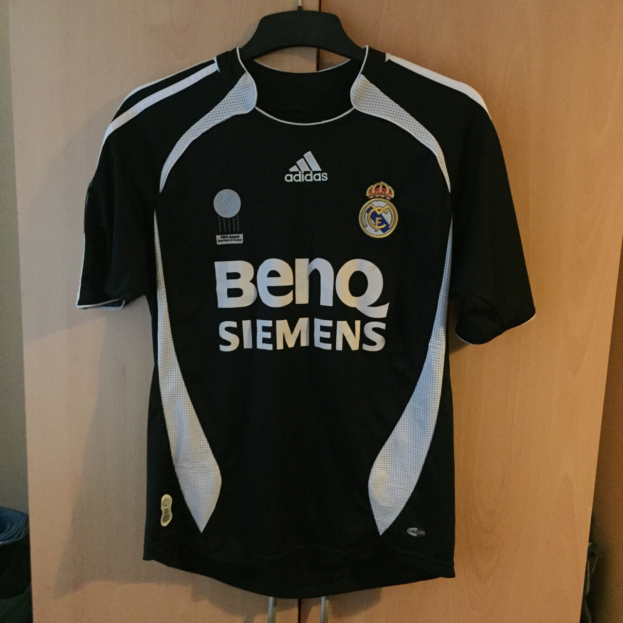 huge selection of bf134 78725 Real Madrid 06-07 away shirt Size: XL Boys (fits a... - Depop