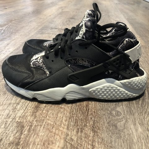 27982d0619de Genuine Nike black Huaraches • Size UK 5.5   US 8   EUR a 5. - Depop