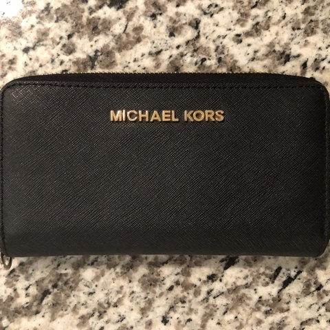 8318eef7855c4 Authentic MK wallet Still in perfect condition! I m only It - Depop