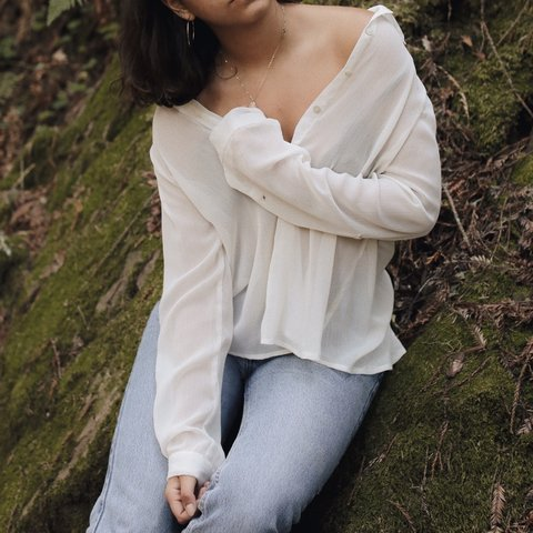 dc24df3f7967 @liaposatiere. 2 months ago. San Francisco, United States. Sheer off white  blouse 💡 So simple and elegant, you can wear it so many ways!! Size M ...